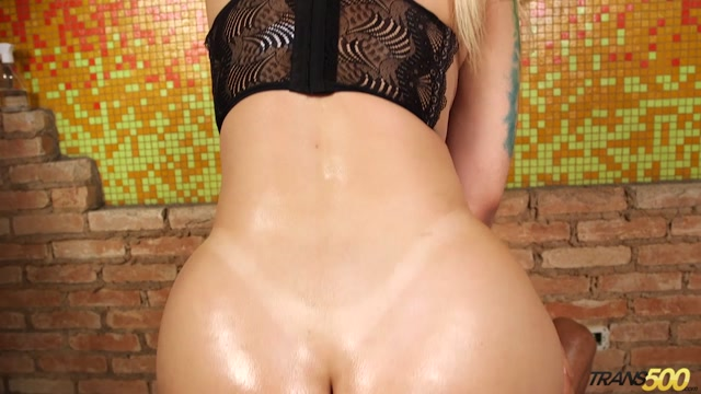 Trans500_presents_Lorena_De_Castro_in_Lorena_Big_Booty_Bangin_-_26.05.2017.mp4.00004.jpg