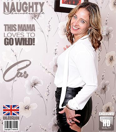 1_Mature.nl_presents_Cass__EU___45__in_British_housewife_Cass_loves_fingering_herself_-_30.06.2017.jpg
