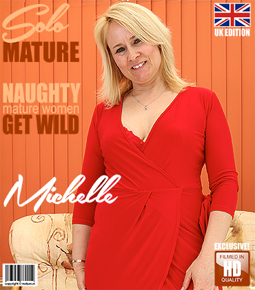 1_Mature.nl_presents_Michelle__EU___45__in_British_housewife_fingering_herself_-_05.06.2017.jpg
