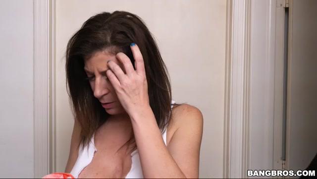BangBros_-_AssParade_presents_Sara_Jay_fucks_the_thief_-_12.06.2017.mp4.00001.jpg