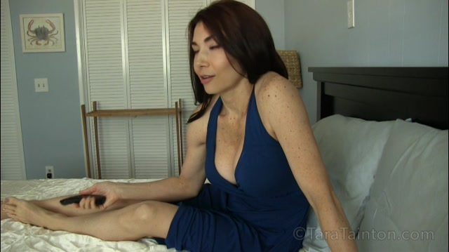 Clips4Sale_presents_Tara_Tainton_in_Mom_Wants_to_Netflix_and_Chill.mp4.00001.jpg