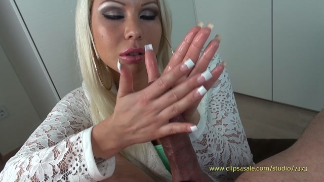 Clips4sale_-_K_Klixen_Productions_presents_Daniela_in_Between_Two_Palms.mp4.00014.jpg