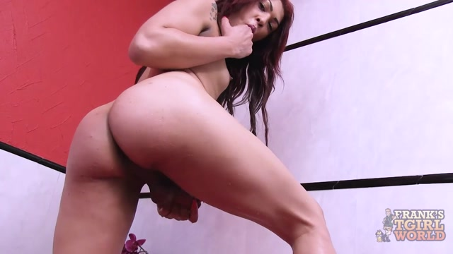 Franks-tgirlworld_presents_Giovanna_Hot_Jacuzzi_Dildo_Play__-_13.06.2017.mp4.00011.jpg