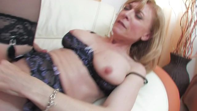 Watch Online Porn – Hot Blonde Mature Lady Nina Hartley (MP4, HD, 1280×720)