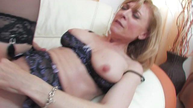 Watch Online Porn – Hot Blonde Mature Lady Nina Hartley (MP4, HD, 1280×720)