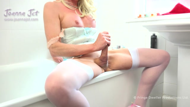 JoannaJet_presents_Joanna_Jet_in_Me_and_You_260_-_Bathroom_Play_-_09.06.2017.mp4.00009.jpg