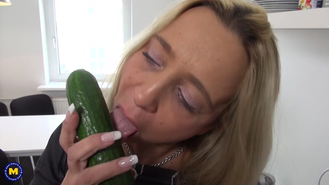 Watch Online Porn – Mature.nl presents Fanny Hill (EU) (47) in German mom playing with fruit – 19.06.2017 (MP4, FullHD, 1920×1080)