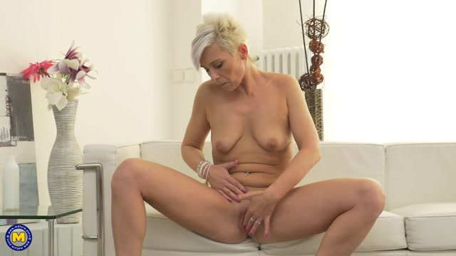 Watch Online Porn – Mature.nl presents Kathy White (42) in Horny housewife playing with herself – 19.06.2017 (MP4, FullHD, 1920×1080)