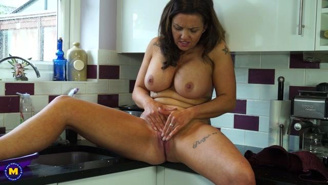 Watch Online Porn – Mature.nl presents Sienna Hudson (EU) (36) in British MILF playing with herself – 26.06.2017 (MP4, FullHD, 1920×1080)