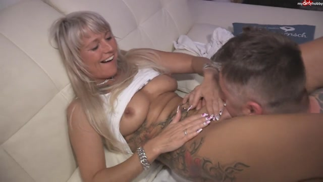 MyDirtyHobby_presents_Teengirl-Kim_in_Monster_pussy_from_Milf_fisting_-_18.06.2017.mp4.00005.jpg