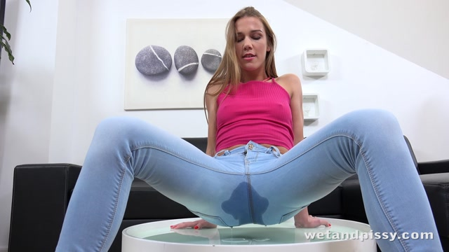 WetAndPissy_presents_Liz_in_Crystalline_Pee_-_13.06.2017.mp4.00000.jpg