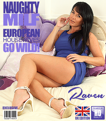 1_Mature.nl_presents_Raven__EU___35__in_British_MILF_playing_with_herself_-_11.07.2017.jpg