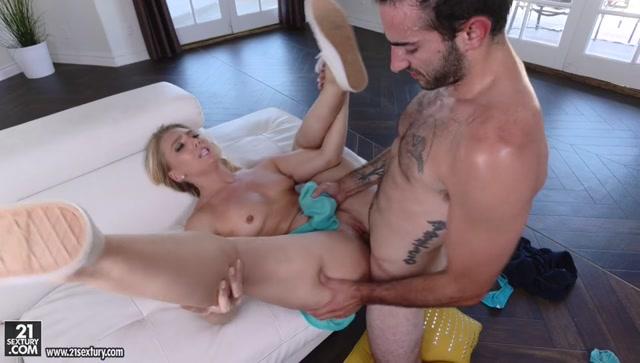 Watch Online Porn – 21Sextury – ClubSandy presents AJ Applegate in AJs Healing Booty – 02.07.2017 (MP4, SD, 960×544)