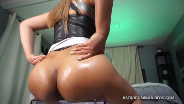 Astro_Domina_in_EDGE_FEST.mp4.00006.jpg