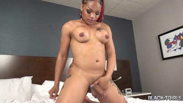 Black-tgirls_presents_Mistress_Alicia_Cums__-_22.07.2017.mp4.00008.jpg