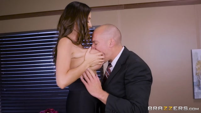 Brazzers_-_BigTitsAtWork_presents_Ariella_Ferrera_in_Fellatio_From_The_She-E-O_-_19.07.2017.mp4.00001.jpg