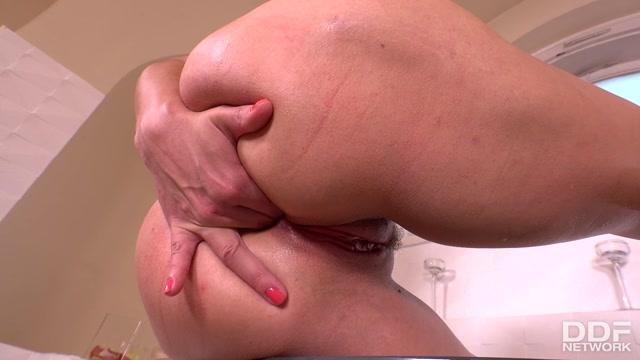 Watch Online Porn – DDFNetwork – 1By-Day presents Vittoria Dolce in Voluptuous Vixen: Milfs Solo Finger Fuck In The Bath – 20.07.2017 (MP4, FullHD, 1920×1080)