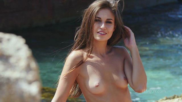 Watch Online Porn – FemJoy presents Edessa G. in Shipwreck – 02.07.2017 (MP4, FullHD, 1920×1080)