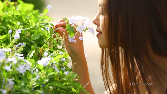 Watch Online Porn – FemJoy presents Li Moon in In Full Bloom – 16.07.2017 (MP4, FullHD, 1920×1080)