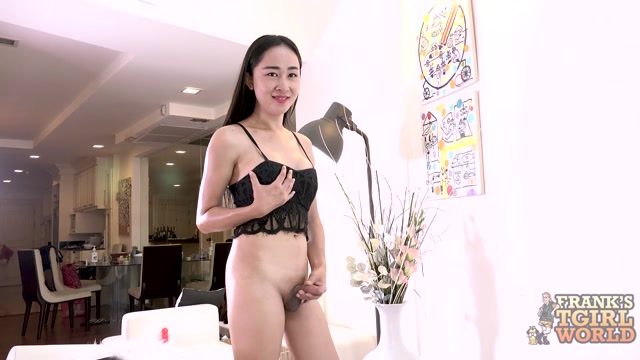Franks-tgirlworld_presents_Julies_Explosive_Debut__-_29.06.2017.mp4.00004.jpg