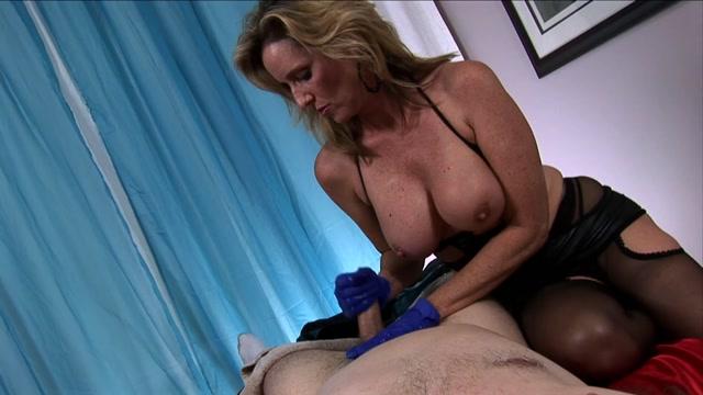 Watch Online Porn – Jodi West in Mistress Jodi Milks Restrained Young Man With Latex Gloves (MP4, FullHD, 1920×1080)