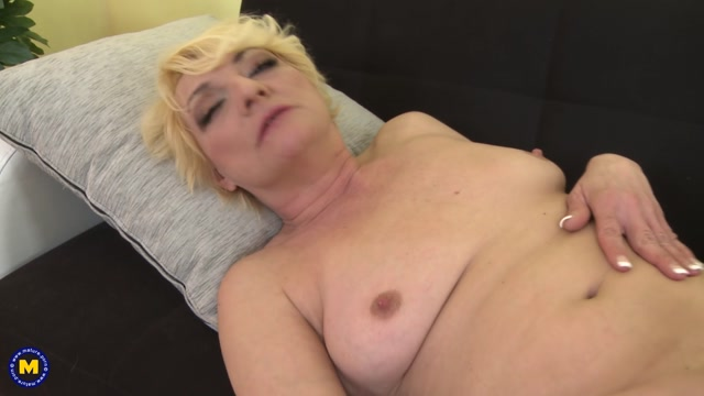 Watch Online Porn – Mature.nl presents Alisah (42) in horny housewife fingering herself – 19.07.2017 (MP4, FullHD, 1920×1080)