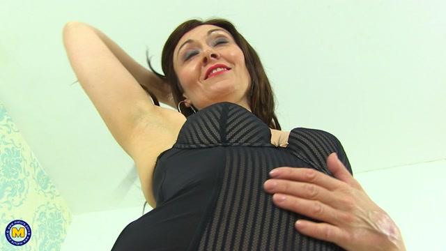 Watch Online Porn – Mature.nl presents Kitty Cream (EU) (45) in British housewife fooling around – 14.07.2017 (MP4, FullHD, 1920×1080)