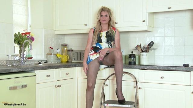 Watch Online Porn – Pantyhosed4U presents Ashleigh McKenzie in Pantyhosed housewife bitch! – 12.07.2017 (MP4, FullHD, 1920×1080)