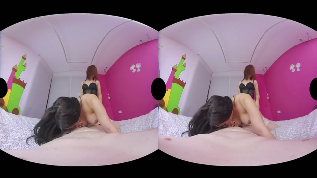 Virtualrealtrans_presents_Holly_Harlow___Monica_Conti___Big_Johnny_in_Pyjama_Party.mp4.00004.jpg