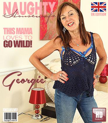 1_Mature.nl_presents_Georgie__EU___64__in_British_mature_lady_fingering_herself_-_04.08.2017.jpg