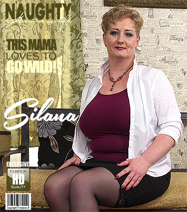 1_Mature.nl_presents_Silana__42__in_big_breasted_housewife_playing_with_herself_-_28.08.2017.jpg