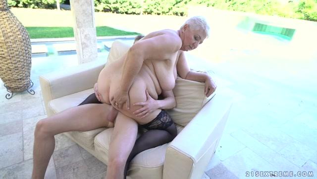 Watch Free Porno Online – 21Sextreme – LustyGrandmas presents Astrid in Lusty Grannys Poolside Fuck – 03.08.2017 (MP4, SD, 960×544)