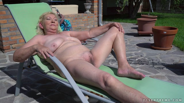21Sextreme_-_LustyGrandmas_presents_Irene__Rob_in_Lust_Is_in_The_Air_-_24.08.2017.mp4.00000.jpg