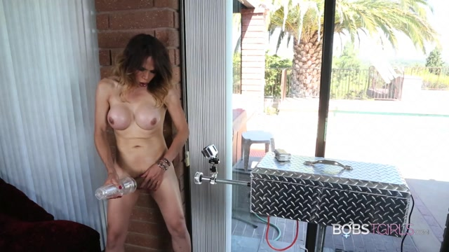 Bobstgirls_presents_Sofia_Sanders_Fucking_the_Machine_from_many_Angles_-_06.08.2017.m4v.00006.jpg