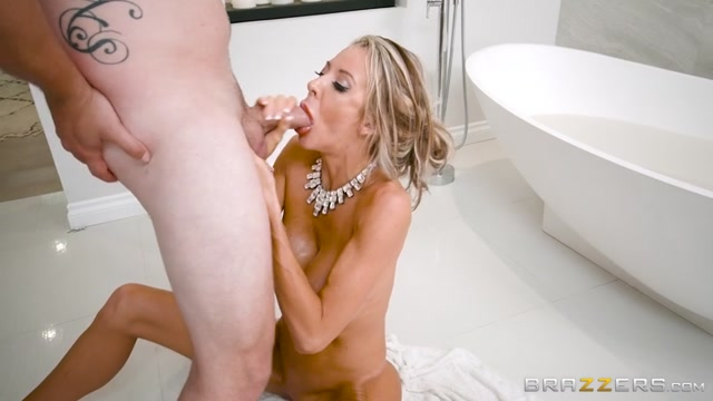 Watch Free Porno Online – Brazzers – MilfsLikeItBig presents Courtney Taylor in The MILF Man – 04.08.2017 (MP4, SD, 854×480)