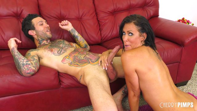 Watch Online Porn – CherryPimps – WildOnCam presents Reagan Foxx in Hot MILF Reagan Loves Cock LIVE – 01.08.2017 (MP4, SD, 854×480)