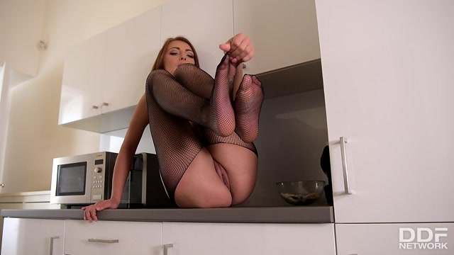 DDFNetwork_-_HotLegsAndFeet_presents_Katy_Rose_in_College_Babes_Got_A_Leg_Fetish_-_25.08.2017.mp4.00013.jpg