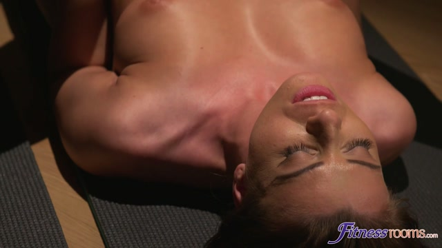 FitnessRooms_presents_Therese_Bizarre__Vicky_Love_in_Yoga_meditation_girls_make_out_-_21.08.2017.mp4.00014.jpg