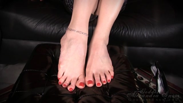 Watch Online Porn – Goddess Alexandra Snow in Trance: Beautiful Feet Obsession (MP4, SD, 854×480)