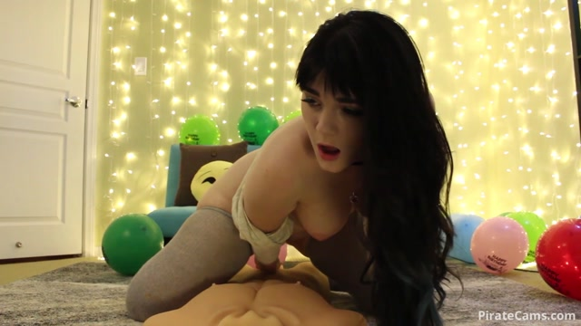 ManyVids_Webcams_Video_presents_Girl_Emilylynne_in_Birthday_Sex.mp4.00004.jpg