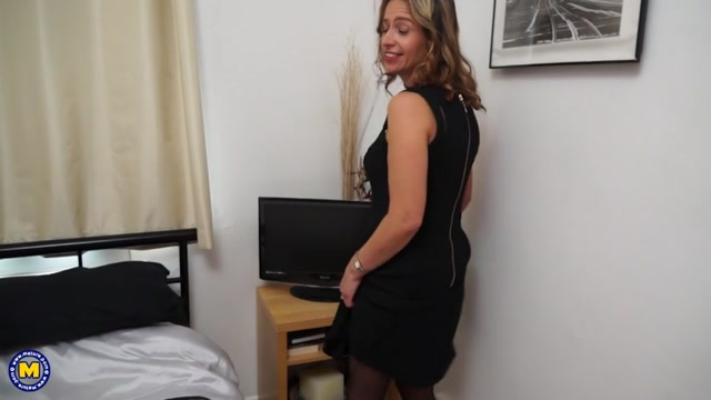 Watch Online Porn – Mature.nl presents Cass (EU) (45) in British housewife goes wild – 10.08.2017 (MP4, SD, 960×540)
