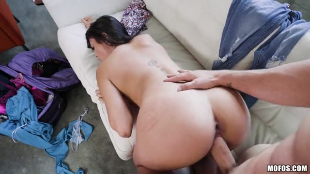 Watch Online Porn – Mofos – LatinaSexTapes presents Vanessa Sky in Pre-Trip Facial and Fuck – 12.08.2017 (MP4, SD, 854×480)