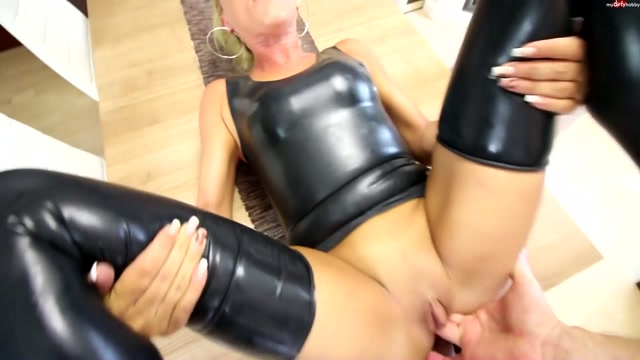 Watch Online Porn – MyDirtyHobby presents Daynia in 3-Loch-Hardcore Fick fur die Latexhure – 3-hole Hardcore fuck for Latexhure! (MP4, FullHD, 1920×1080)