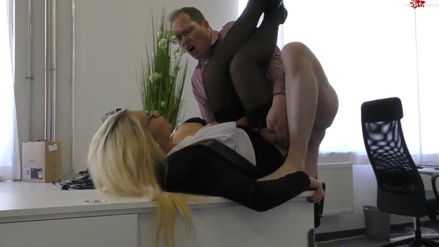 Watch Online Porn – MyDirtyHobby presents TatjanaYoung in Office-Quicky – Sahne fur die Chefin – Office Quicky! Cream for the boss! (MP4, HD, 1280×720)