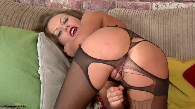 Pantyhosed4U_presents_Tina_Kay_in_Im_not_alone__-_30.08.2017.mp4.00012.jpg
