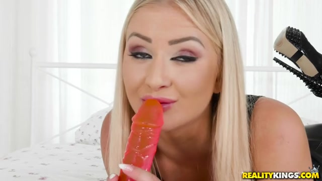 Watch Online Porn – RealityKings – MikesApartment presents Cayla Lyons in Price Matching – 30.08.2017 (MP4, SD, 768×432)