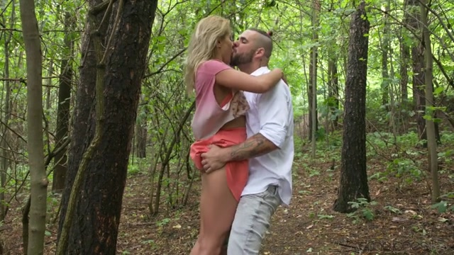 SexyHub_-_DaneJones_presents_Cherry_Kiss_in_Secret_outdoor_fuck_before_home_-_15.08.2017.mp4.00005.jpg