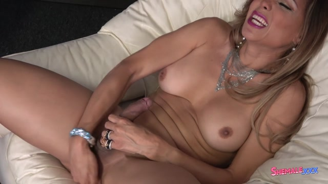 Shemale.xxx_presents_Johanna_Bardin_in_Super_Hot_Johanna_Strokes_Hard__-_04.08.2017.mp4.00007.jpg