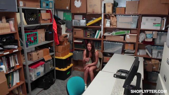 Watch Online Porn – Shoplyfter presents Davina Davis in Case No. 64671704 – 21.06.2017 (MP4, SD, 640×360)