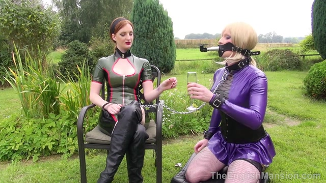 Theenglishmansion_presents_Miss_Jessica_Dee__Miss_Zara_in_Sorry_Service.mp4.00007.jpg